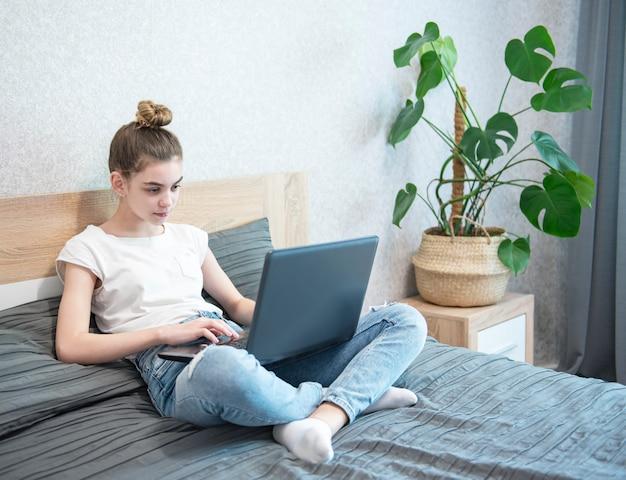 自宅で女子高生の勉強