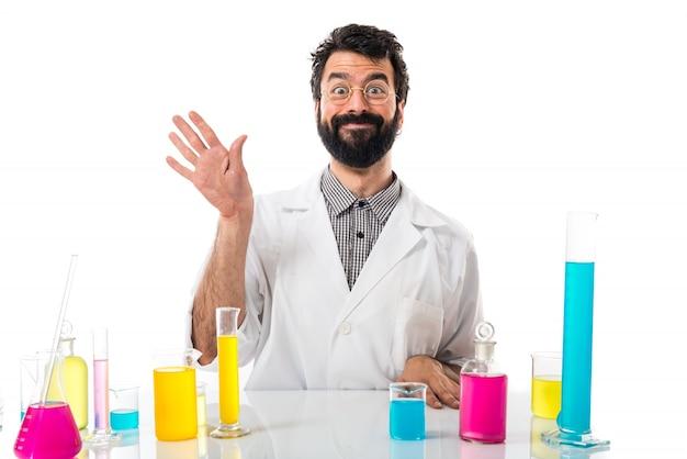 Человек-ученый, приветствующий