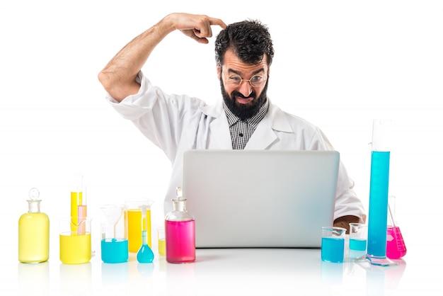 그의 노트북 사고와 과학자