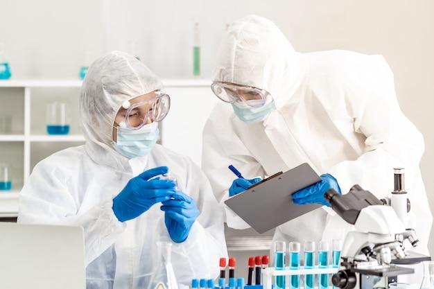 Ученые проверяют вакцину