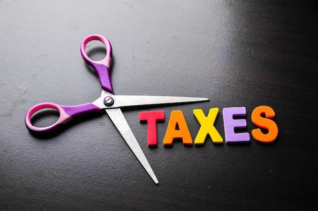 Ножницы и алфавит налоги