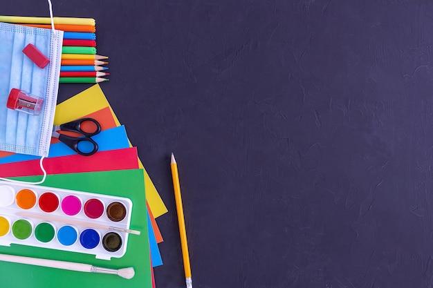 Ножницы цветные бумажные краски карандаши маркеры маска для лица ластик точилка на доске