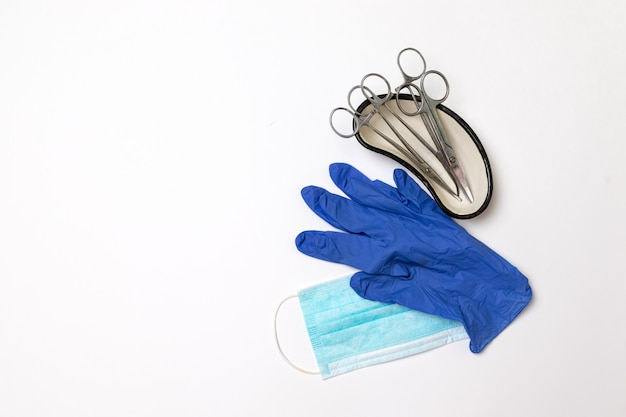 Scissors, forceps, flask, organ cup, latex gloves and mask