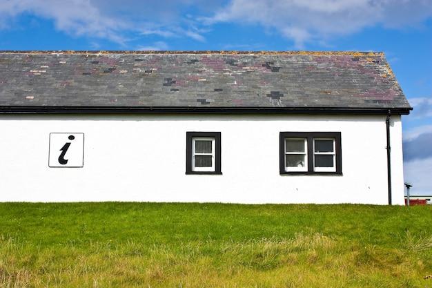 스코틀랜드, 서덜랜드. 벽에 아이콘이 있는 정보 센터.