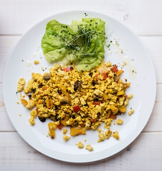 Scrambled eggs and veggies salad