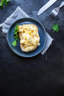 スクランブルエッグスクランブルエッグ新鮮な朝食オーガニック健康的な料理健康食品