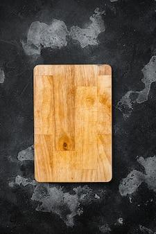 긁힌 도마 세트, 검은색 어두운 석재 테이블 배경, 위쪽 보기 플랫 레이, 텍스트 또는 제품 복사 공간