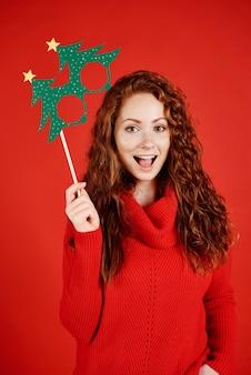 クリスマスマスクで叫んでいる女の子