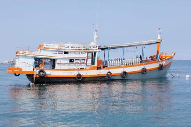タイのスキューバダイビングツアーボート