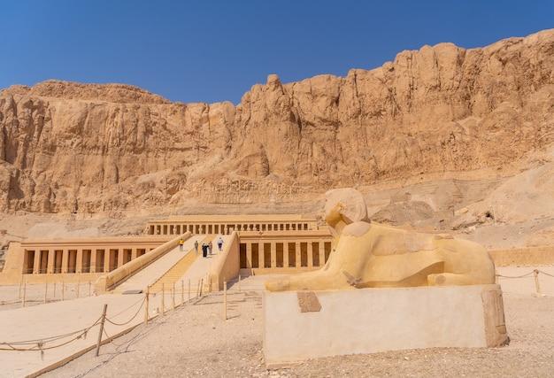 エジプト、ルクソールのハトシェプスト女王の葬祭殿での彫刻