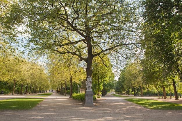 Park de bruxelles、warandeparの彫刻