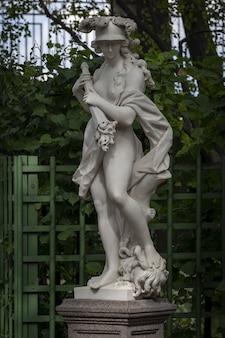 러시아 상트페테르부르크 여름 정원에 있는 전쟁 벨로나의 로마 여신 조각