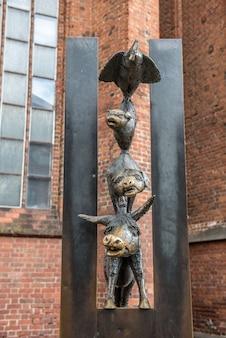 라트비아 리가에 있는 브레멘 음악가의 조각.