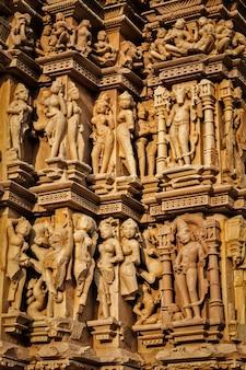Скульптуры на храмах кхаджурахо