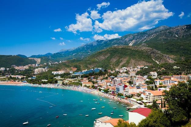 モンテネグロの海とビーチの景色