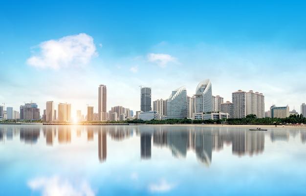 중국 zhanjiang의 바다와 도시 전망