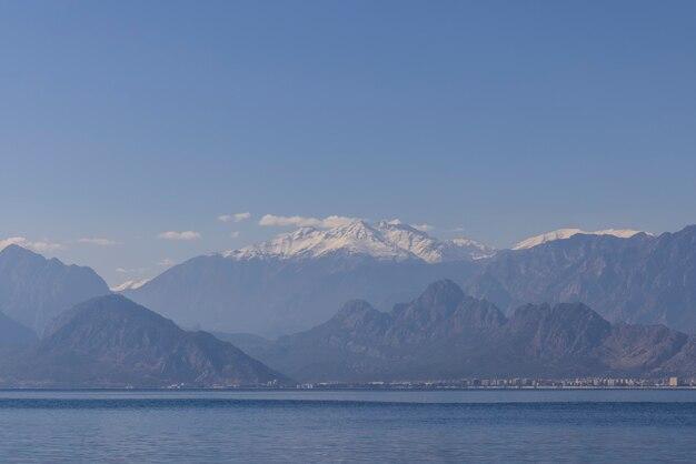 アンタルヤトルコからの海と山