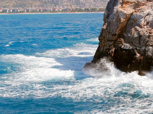 トルコの海と波
