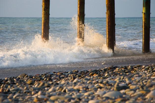 바투 미의 바다와 파도, 폭풍우, 파도와 물보라