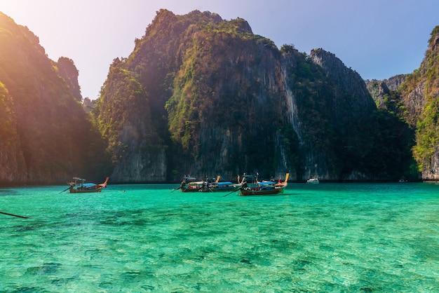 タイ、クラビ県ピピ島の海浜の雰囲気。