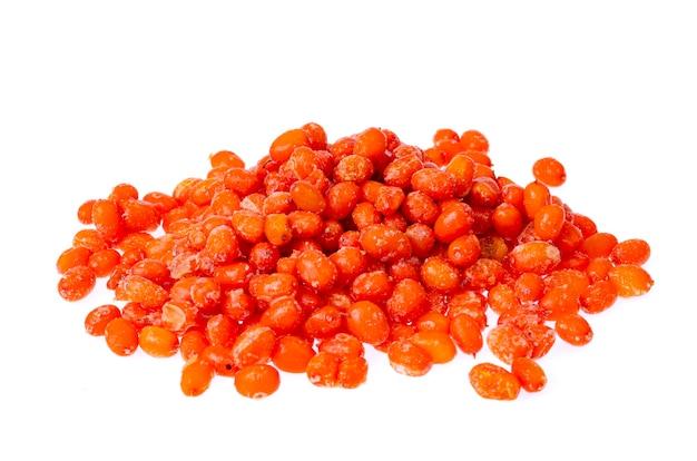 シーバックソーンベリー熟したオレンジを白で凍らせた。