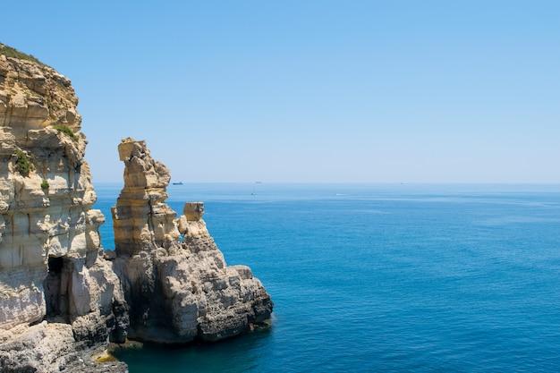 海崖の侵食とスタックの形成