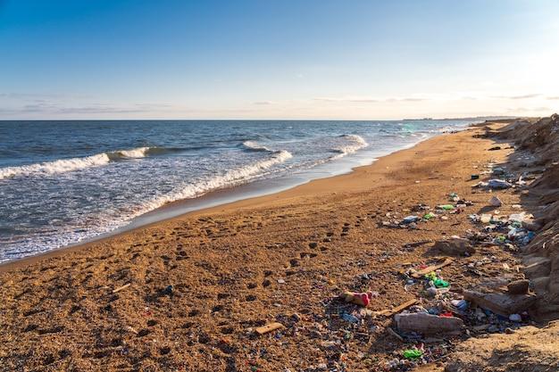海岸のゴミ汚染、環境災害