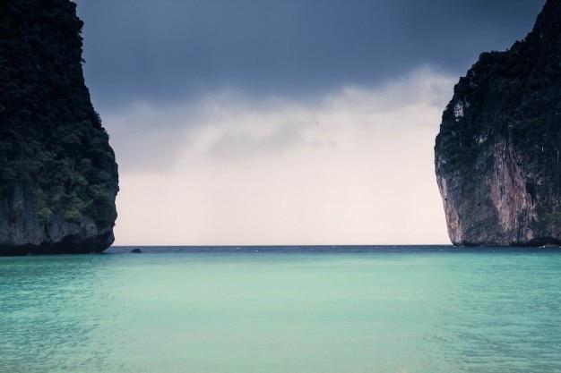 Sea between the gap