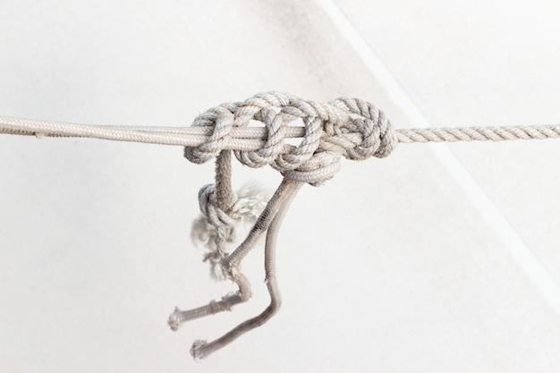 Морской узел, веревка на яхте