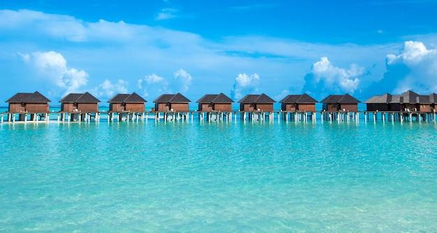 바다 몰디브. 해변과 열대 몰디브 섬. 여행 풍경