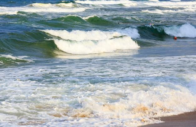 해변에서 바다 폭풍우보기입니다. 자연 배경.