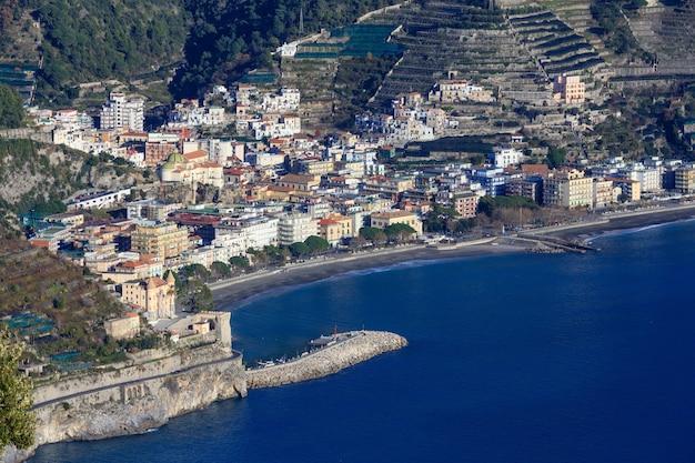 ヴィラ シンブローネ テラス ラヴェッロ、アマルフィ海岸、イタリアからの海の眺め。