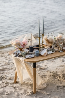 Sea wedding decor on the coast. wedding cake and flowers at the event.