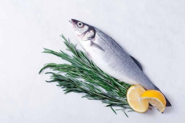 Сибас сырой, морепродукты
