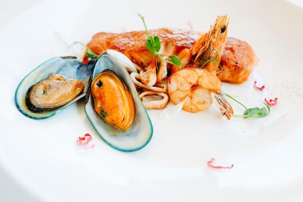 Концепция рецепта ресторана завтрака из морепродуктов. образ жизни высшего общества. правильное питание. фотография еды.
