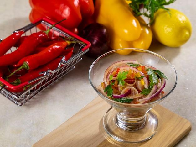 Севиче из морепродуктов, типичное блюдо из перу.