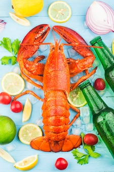 シーフードの饗宴レモンと新鮮なボストンロブスターの氷上