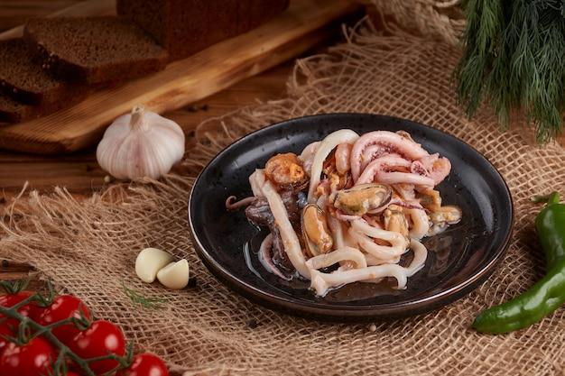해산물, 낙지 절임, 홍합, 맛있는 간식, 목제
