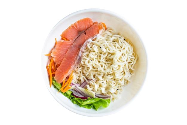 Морепродукты, рисовая лапша или пшеничное стекло, целлофановая паста, лосось, рыба, диета, пескетариан.