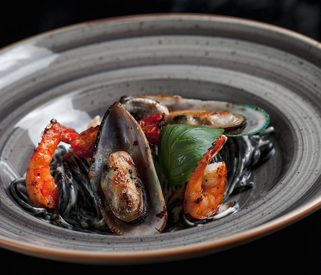 Seafood sauteed containing mussels and crabs