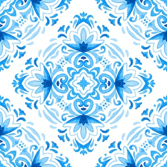 Seamless ornamental watercolor damask pattern. elegant old fashioned texture for fabric and wallpapers, backgrounds and page fill.