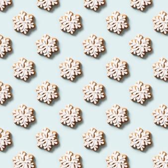 雪片としてのクリスマスクッキーのシームレスなパターン