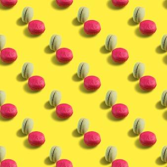 Бесшовные миндальное печенье на желтом фоне