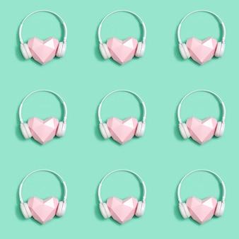 Бесшовный фон из розовых бумажных сердец в белых наушниках
