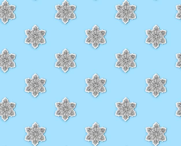 복사 공간 블루 파스텔 테이블에 눈송이의 완벽 한 패턴