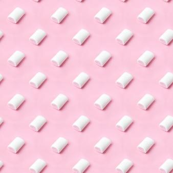 원활한 패턴 화이트 핑크 마시멜로 핑크 플랫 레이에 배치. 마시멜로 파스텔 색상