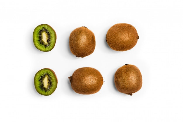 Seamless pattern with kiwi. kiwi fruit on the white background.