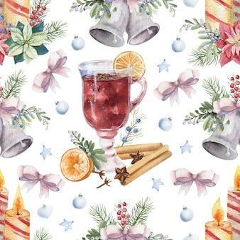 白い孤立した背景にホットワイン、シナモン、新年のキャンドルとのシームレスなパターン。水彩のクリスマスイラスト