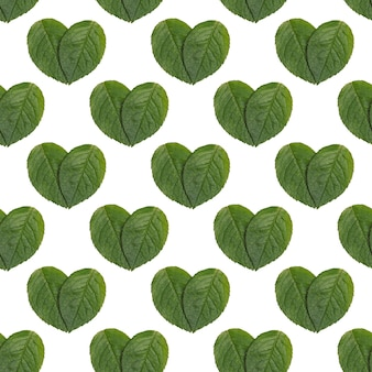 Бесшовный фон с натуральными зелеными листьями в форме сердца, экологически чистая минимальная концепция