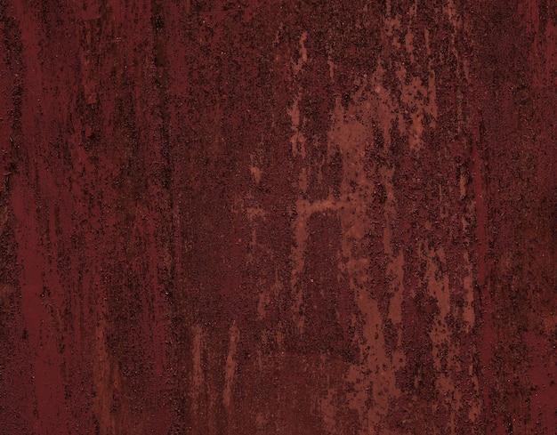 時代によって風化した古い塗装された金属製のドアのシームレスな赤いパチパチテクスチャ。ぼろぼろの剥離エナメル塗料のいくつかの層。 Premium写真